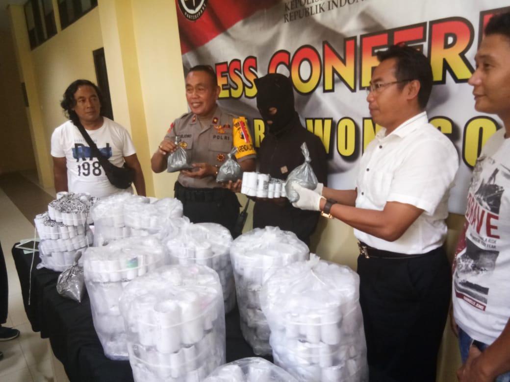 Satreskrim Polres Wonosobo Amankan Ribuan Petasan dan 7 Kg Bahan Petasan