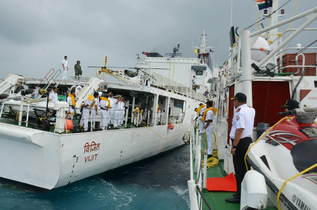 Passing Exercise KN Tanjung Datu 301 dengan Kapal Indian Coast Guard
