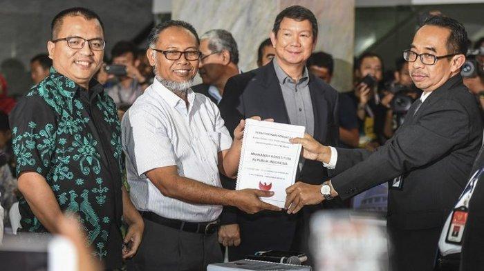 Kubu Prabowo-Sandi Resmi Daftarkan Gugatan Hasil Pemilu ke MK