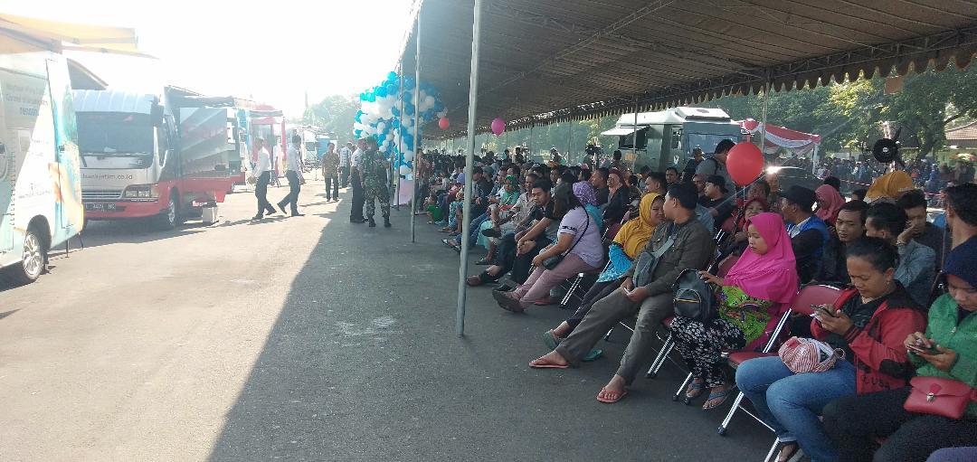 Tiap Hari 1.300 Warga Jatim Tukar Uang Baru Jutaan Rupiah di Lapangan Kodam