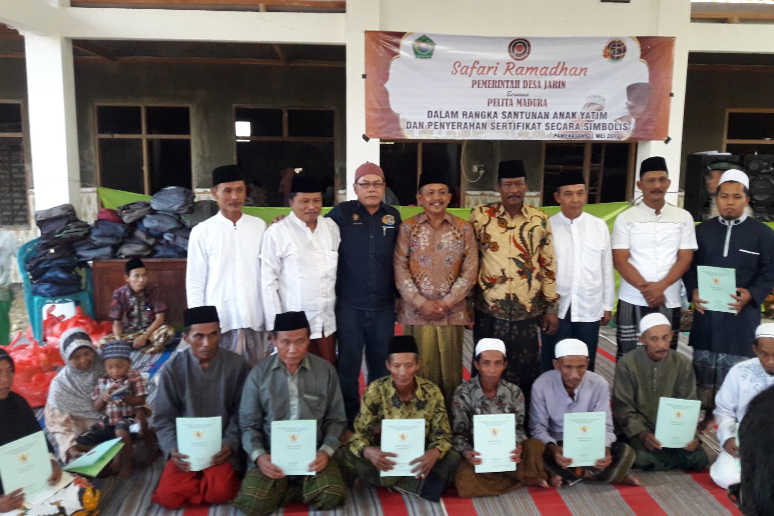 Program Empat Pilar Desa Jarin di Pamekasan, Penyerahan Secara Simbolis Sertifikat PTSL