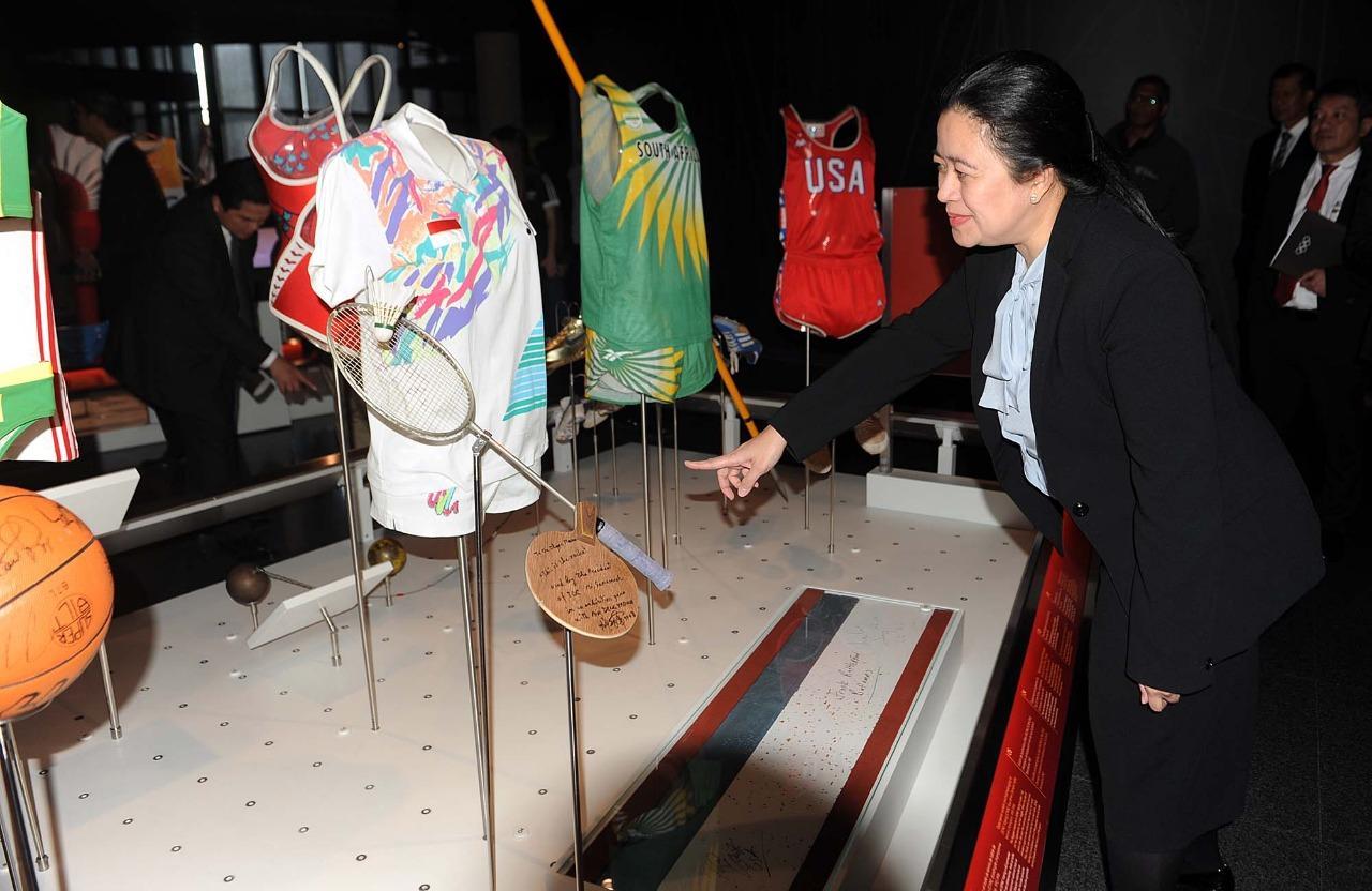 Puan Bangga Lihat Raket dan Kostum Susi di Museum Olimpiade