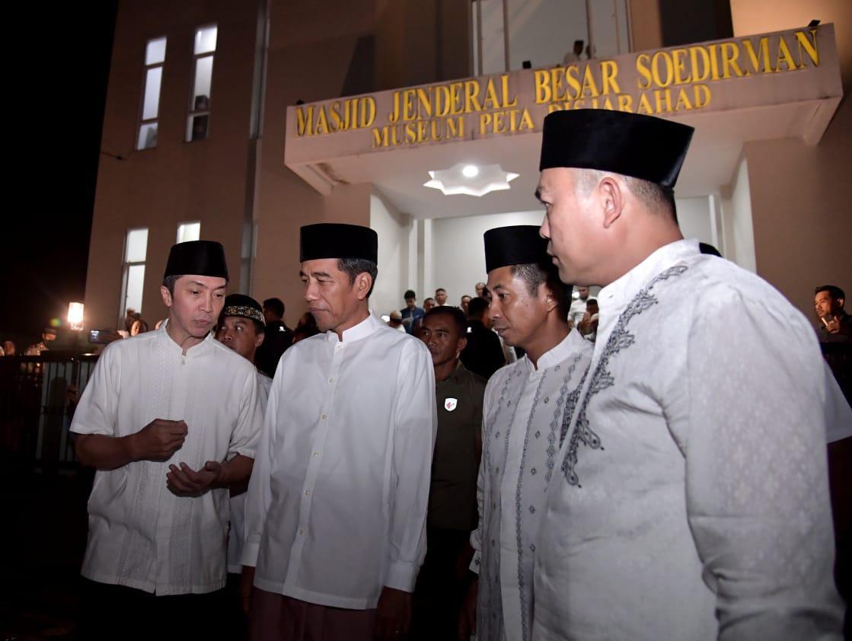 Presiden Jokowi Laksanakan Salat Tarawih Pertama di Bogor