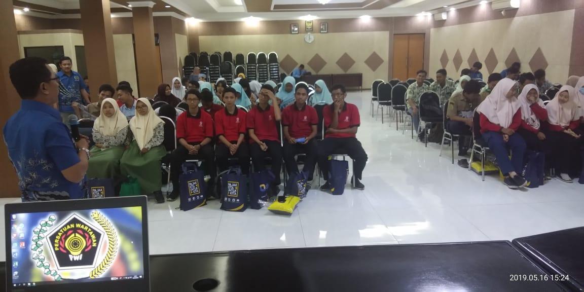 Ngaji Jurnalistik Bareng PWI Sidoarjo, di Ikuti Sekolah Tingkat SMA