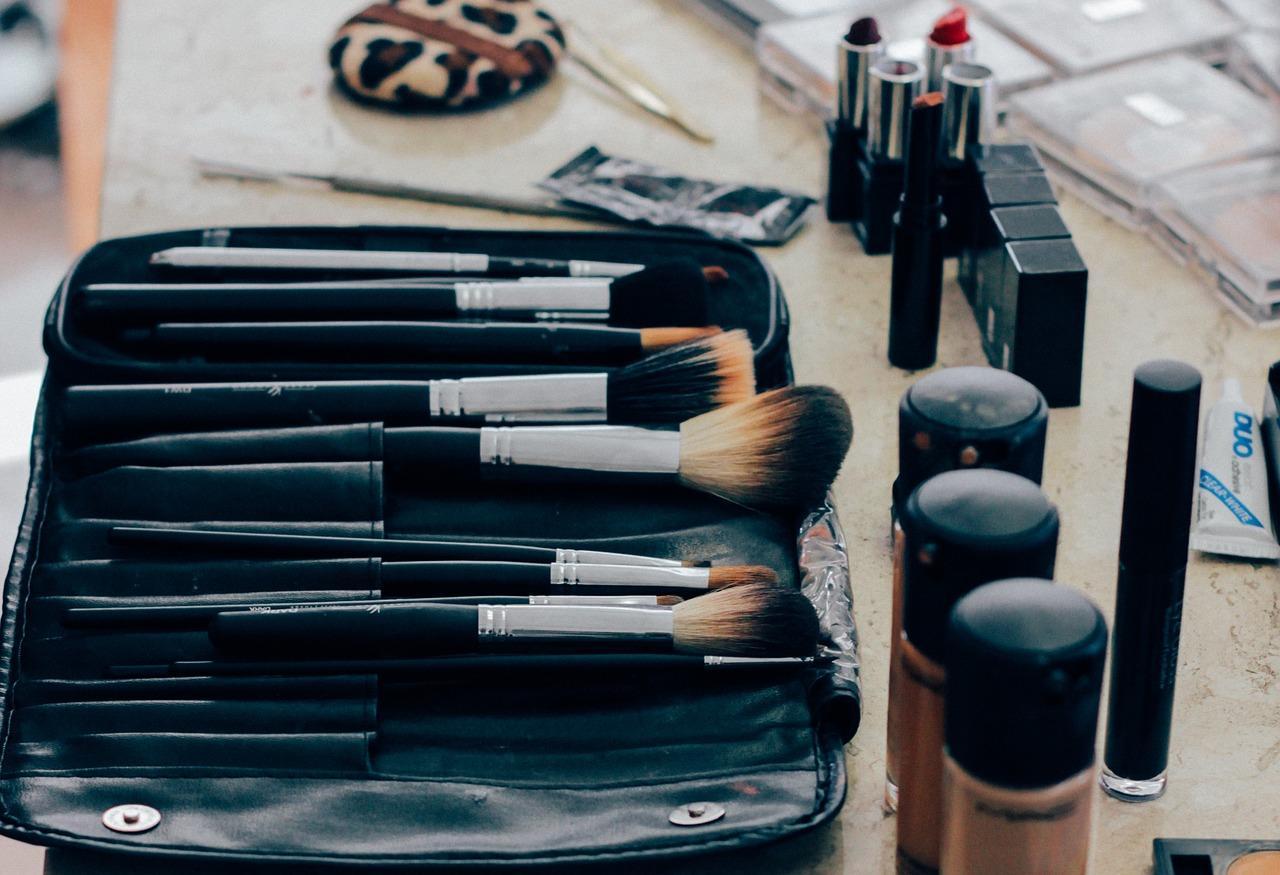 Tips Dasar Menggunakan Makeup yang Praktis dan Mudah