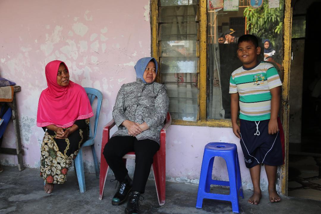 Wali Kota Risma Disambut Isak Tangis Takziah ke Rumah Duka KPPS Meninggal