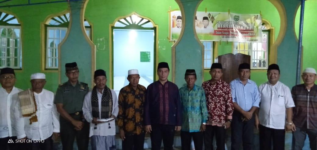 Hadiri Safari Ramadhan, Bupati Danny ajak warga Doakan Pemkab Halbar.