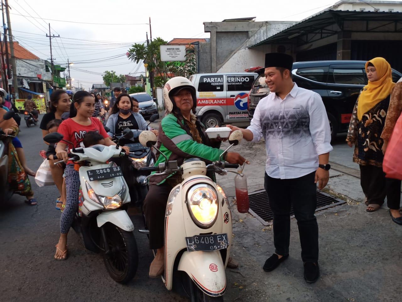 Gagal Raih Kursi Dewan Surabaya, dr Sukma Tetap Gencar Aksi Sosial di Ramadhan