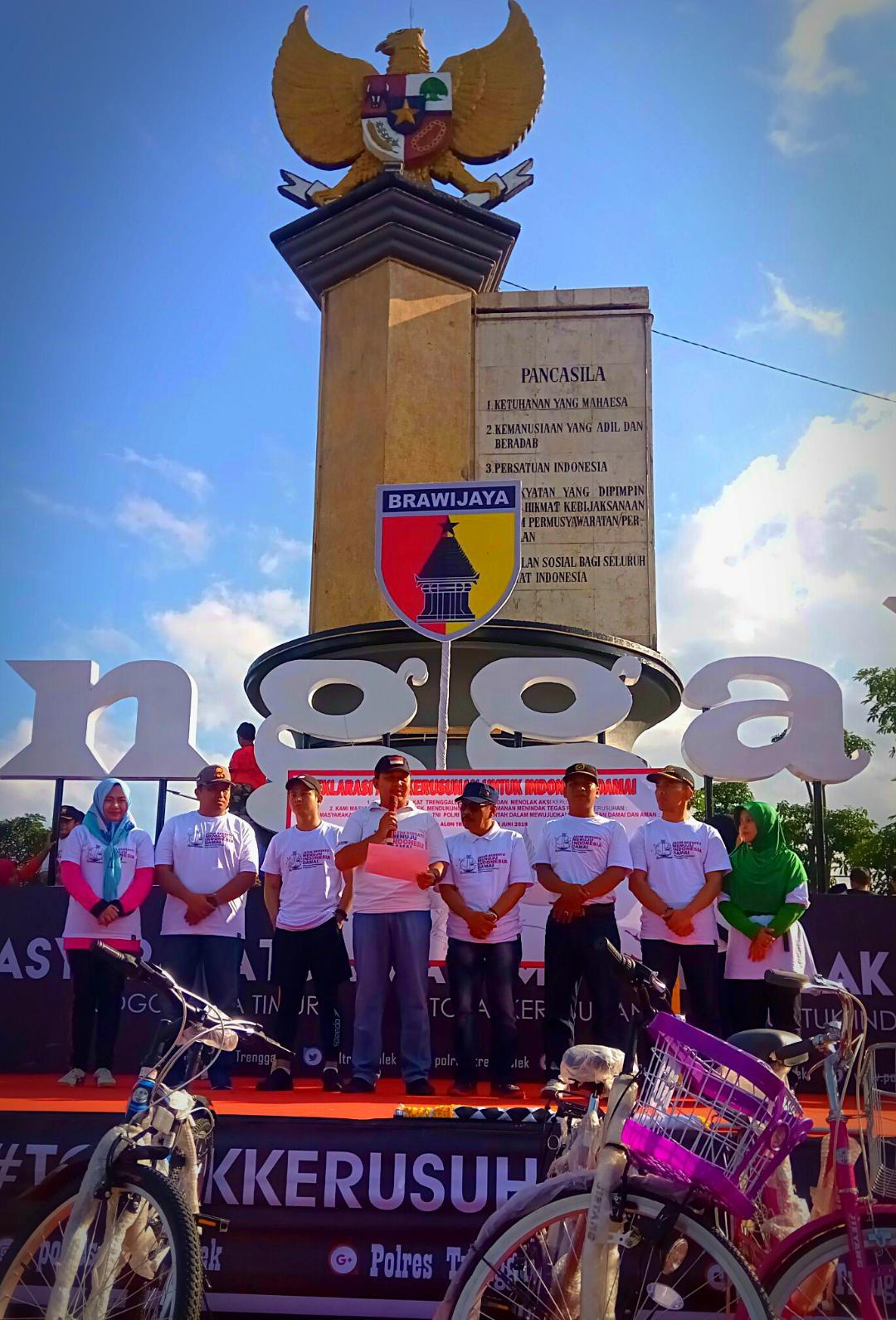 Jaga Kondusifitas, Ribuan Masyarakat Trenggalek Deklarasi Damai Anti Kerusuhan