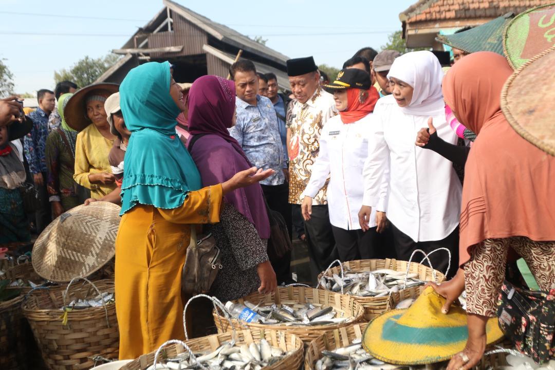 Gubernur Khofifah Tinjau Pasar Ikan Lamongan