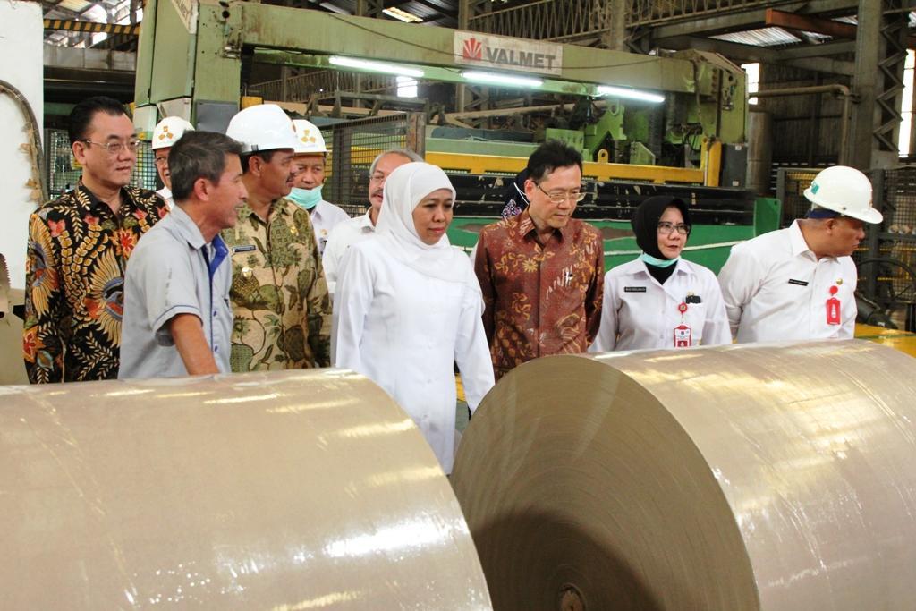 Gubernur Khofifah :  Pabrik Kertas Tetap Produksi, Lingkungan Hidup Harus dijaga
