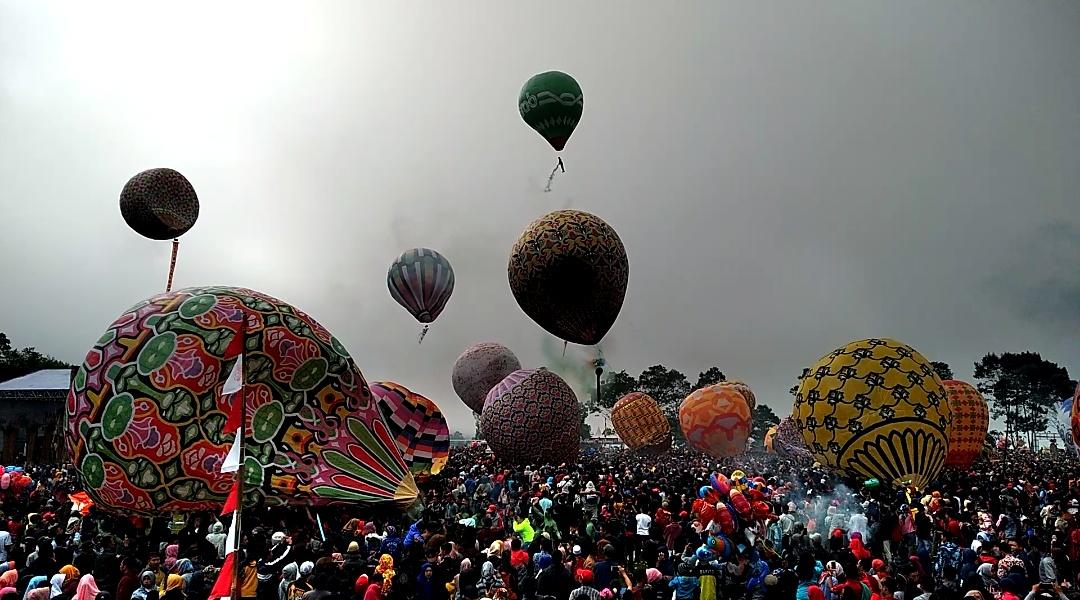 Ratusan Peserta Ikuti Festival Ballon Atrraction Sindoro Sumbing