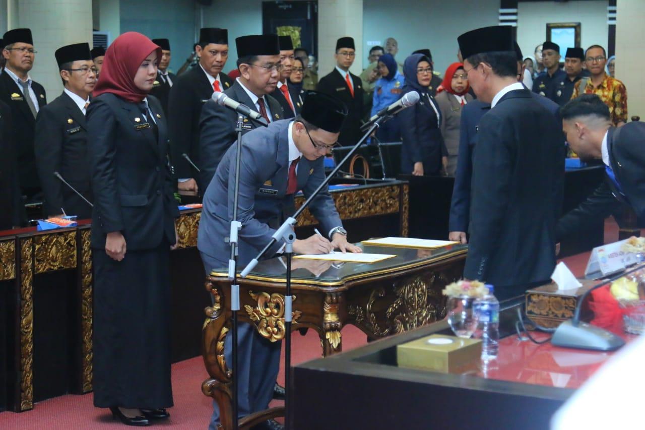 Walikota Palembang H. Harnojoyo Lantik 102 Pejabat Pemkot Palembang