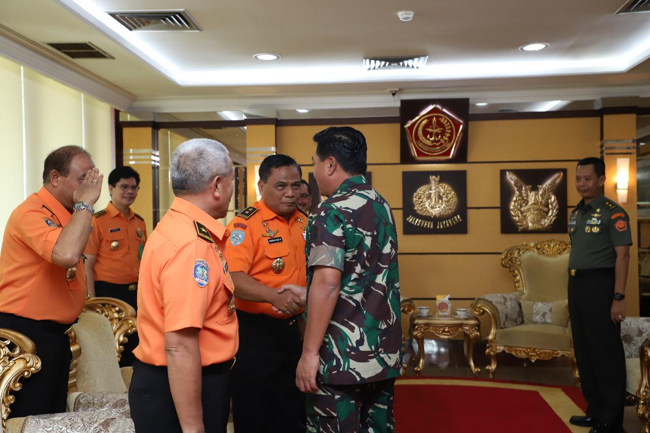 Berita Foto :  Panglima TNI Terima Kunjungan Kabasarnas