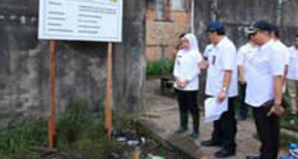 Wakil Walikota Palembang Fitrianti Agustinda Tninjau Perbaikan Jalan Karim Kadir