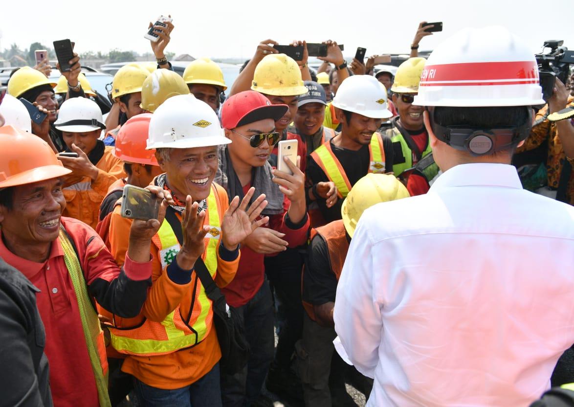 Tak Ingin Perayaan, Presiden Jokowi Malah Dapat Kejutan Ulang Tahun