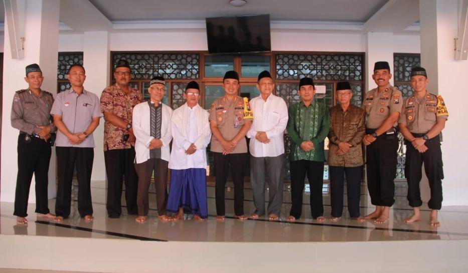 Kapolrestabes Surabaya Silaturahmi Ke Kantor MUI