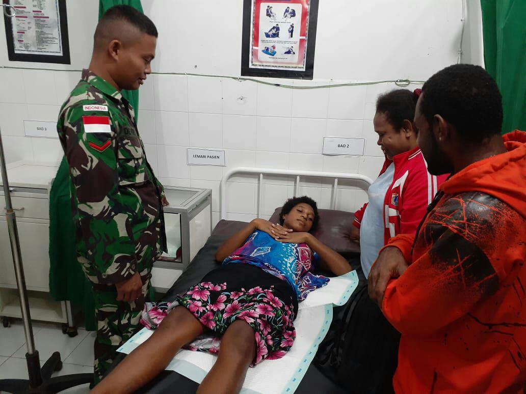 Satgas Yonif PR 328 Kostrad Bantu Proses Persalinan di Tapal Batas