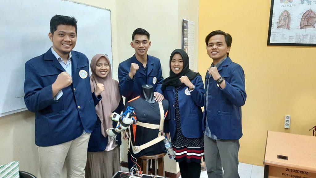 """Mahasiswa UNAIR Ciptakan Eksoskeleton """"Mobile"""" Berbasis Pengenal Suara"""