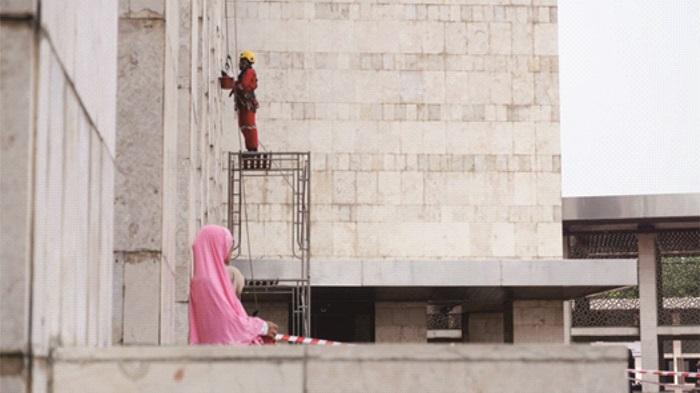 Masjid Istiqlal Ramai Meskipun Sedang Direnovasi