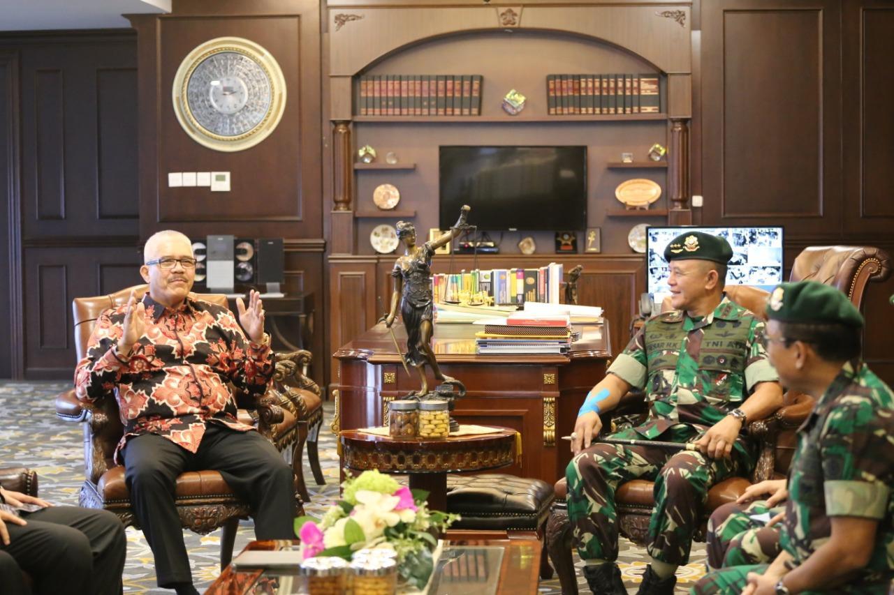 Panglima Kostrad Kunjungan Kerja dan Silaturahmi ke Mahkamah Agung