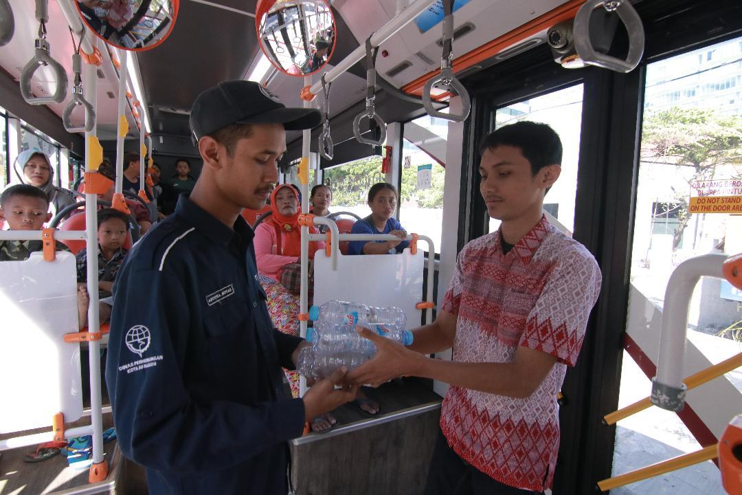 Pengumpulan Sampah Botol Plastik Suroboyo Bus Laku Terjual Rp 150 Juta