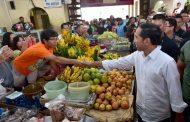 Kunjungi Pasar Gede Solo, Presiden dan Keluarga Belanja Buah Hingga Ulekan