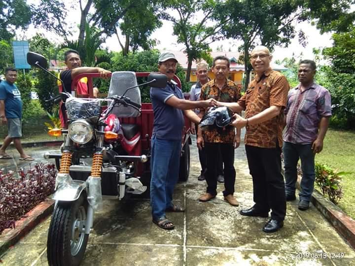 Bantuan dari Kementerian KLHK, dibagikan ke tiga Kecamatan oleh DLH