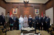 Gubernur Khofifah Ajak Malaysia Investasi Pengolahan Sampah Plastik di Jatim