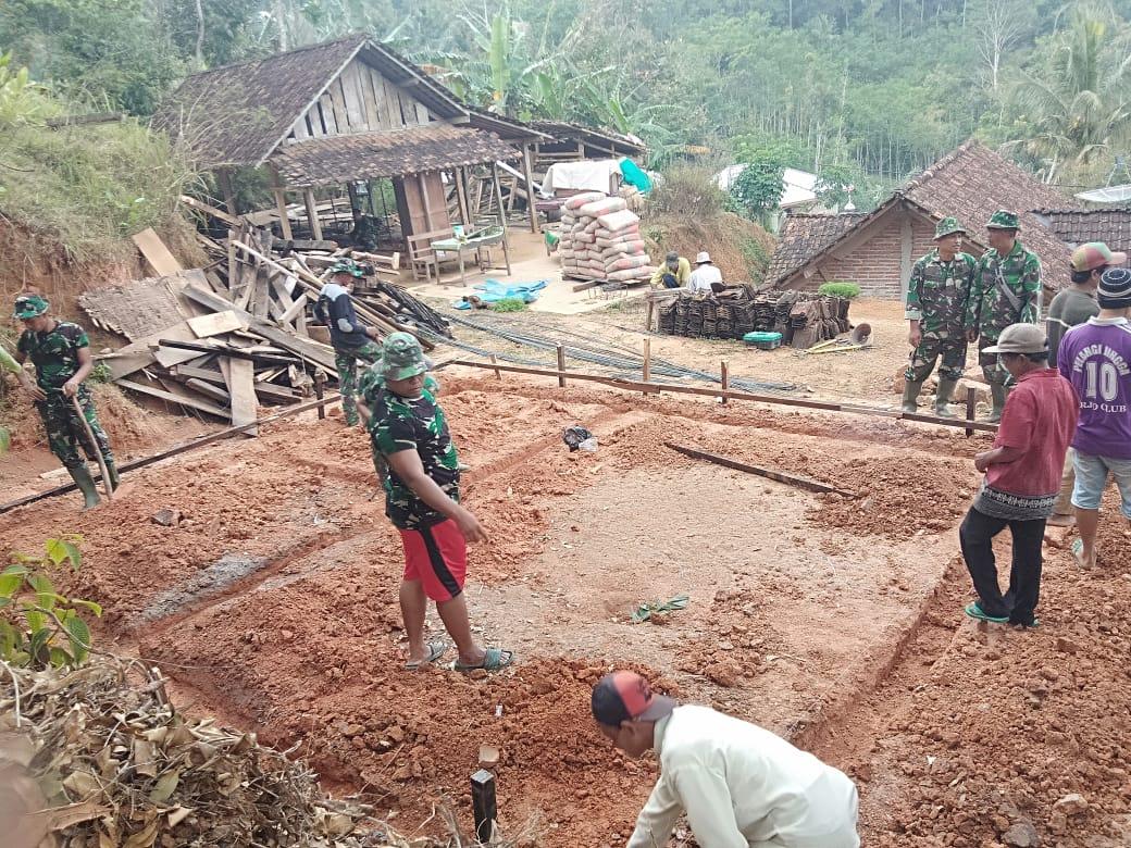 Fondasi Rumah Boinem Mulai digarap Satgas TMMD