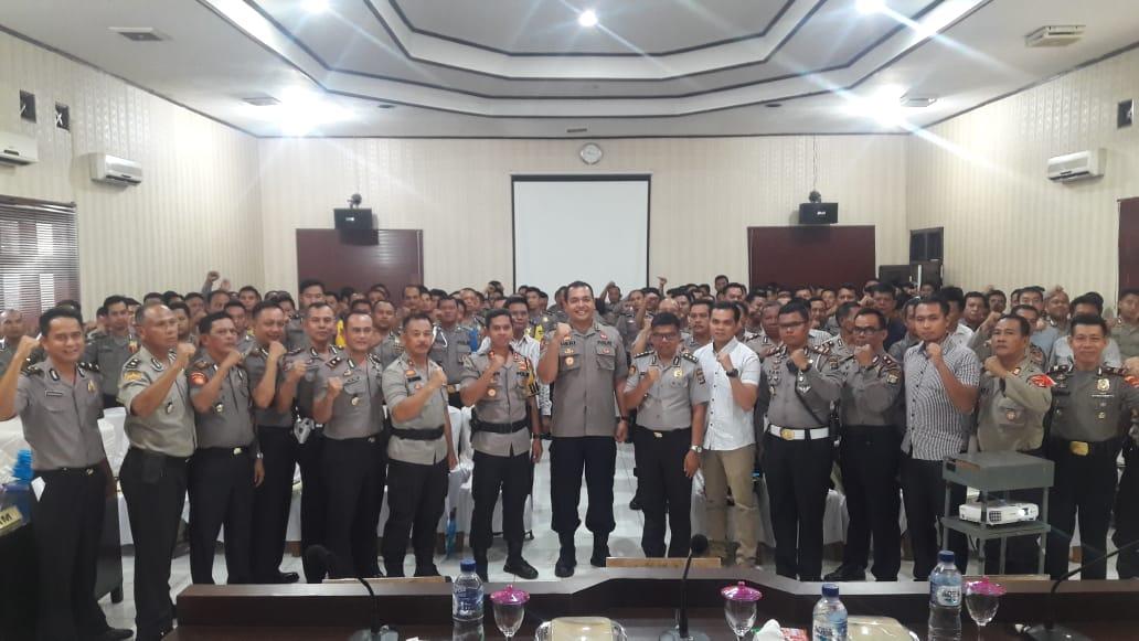 Menerima Penyuluhan Hukum dari Bidkum Polda Lampung polres lampung utara