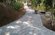 Pemdes Burat Selesaikan Perbaikian 9 Titik Jalan Utama