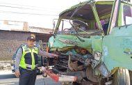 Rem blong, Truck Tabrak Mikro Bus di Candimulyo