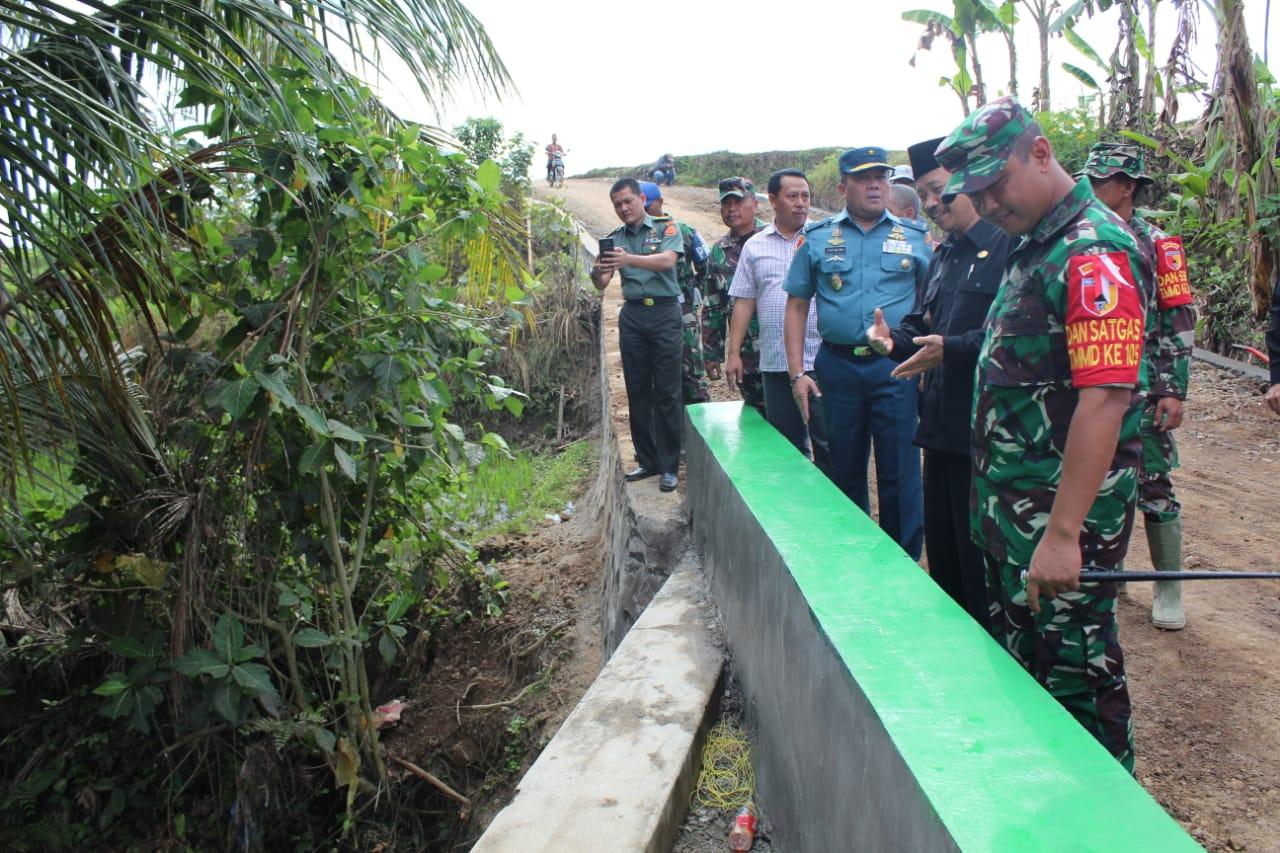 Tim Wasev Mabes TNI Mengapresiasi Kinerja Satgas TMMD Ke 105 Kodim 0825 Banyuwangi