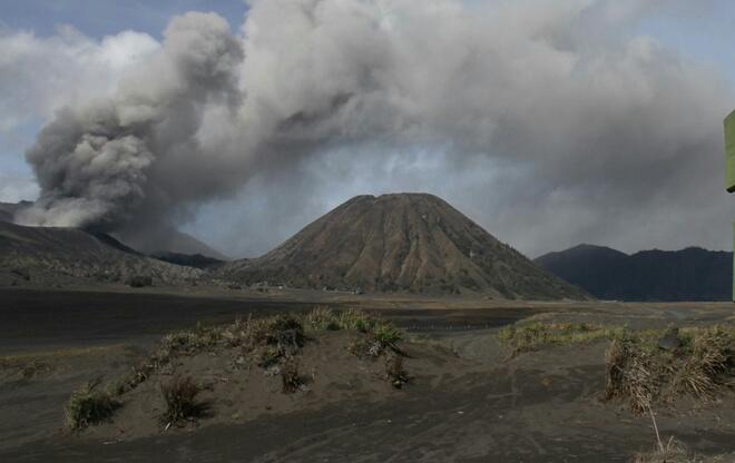 Gunung Bromo Kembali Bererupsi