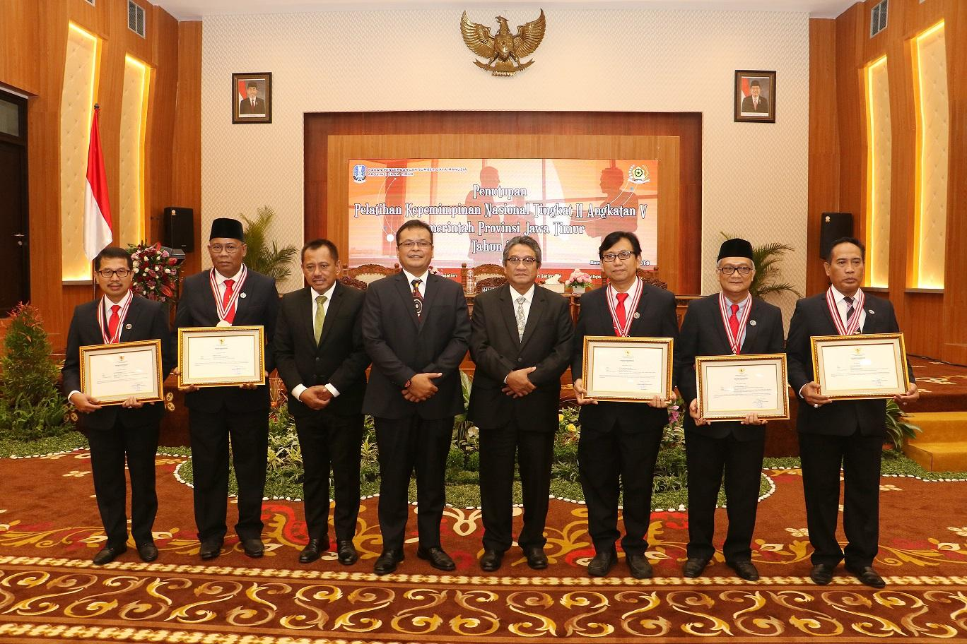 Sekdaprov Jatim Dorong Alumni PKN Tingkat II Inovatif dan Adaptif