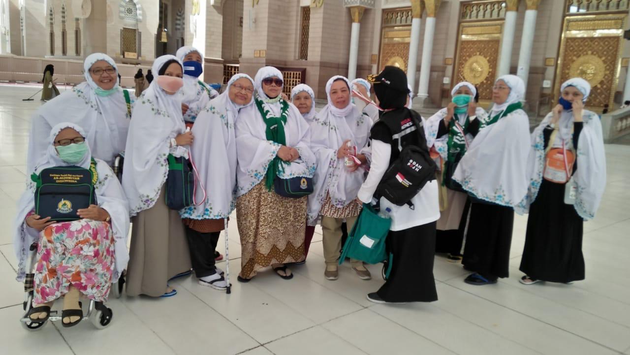 Jamaah Haji Asal Indonesia Sering Lupa Alas Kaki