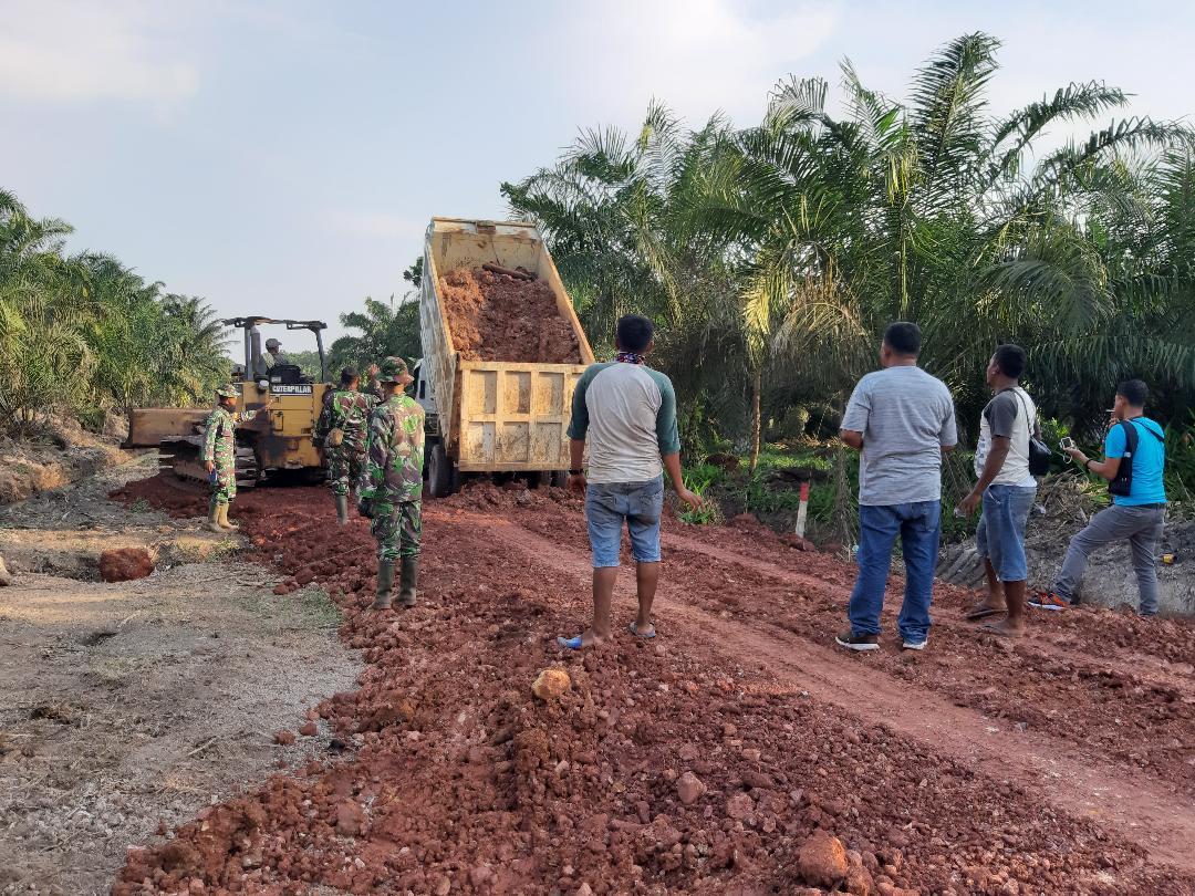 Penimbunan Jalan Menghubungkan Dua Dusun Mulai Menampakkan Hasil