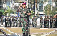 Komandan Batalyon Marinir Pertahanan Pangkalan V Pimpin Upacara Bendera