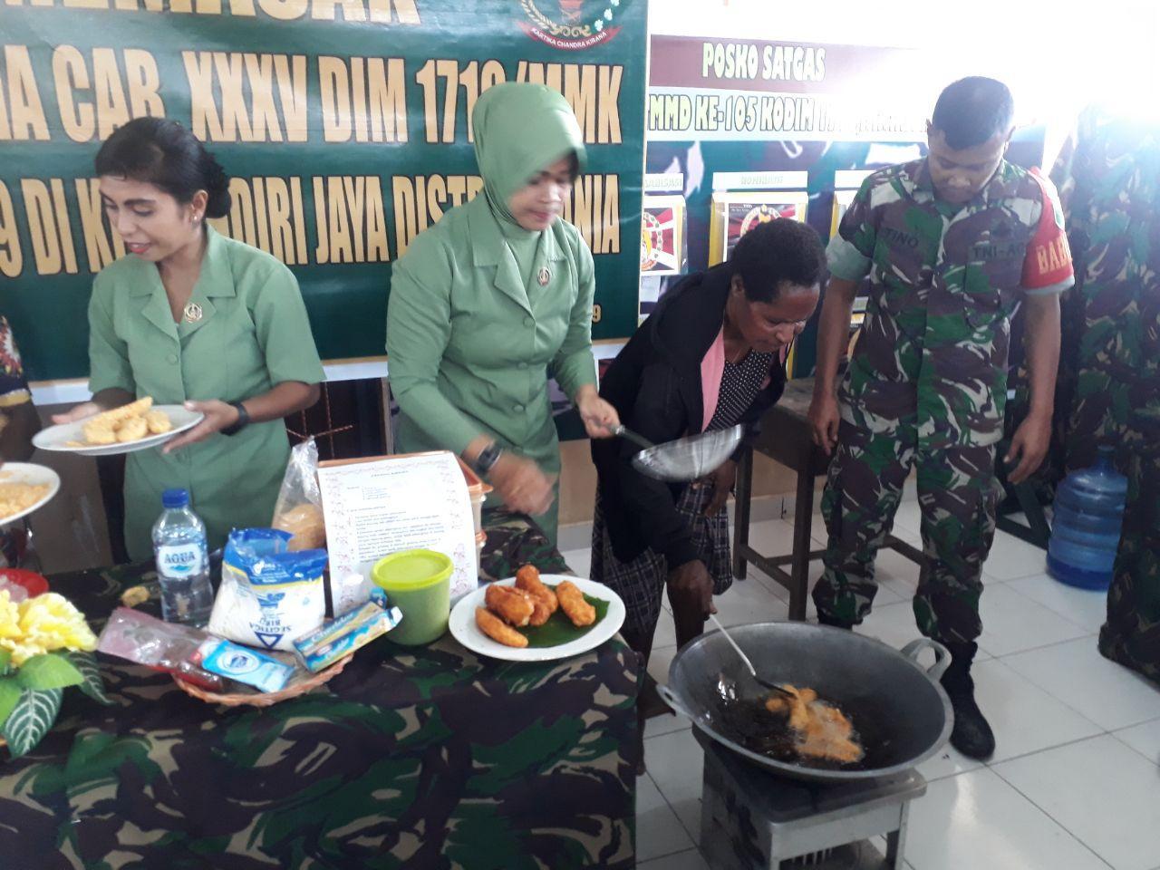 Persit KCK Cabang XXXV DIM 1710/Mimika Latih Memasak Mama-Mama Kampung Mandiri Jaya