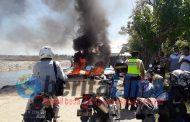 Petani Garam Aksi Blokade Dan Bakar Ban, Di Jalan Akses Menuju Kantor PT Garam Pamekasan