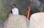 Saat Presiden dan Ibu Iriana Susuri Gua Batu Cermin di NTT