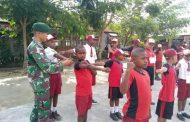 Latih Kedisiplinan Sejak Usia Dini, Satgas Pamtas RI-PNG Yonif PR 328 Kostrad Latih PBB