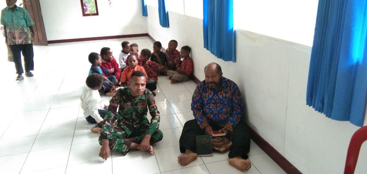 Satgas TMMD ke-105 Ibadah Bersama Rekatkan Hubungan Emosional TNI – Rakyat