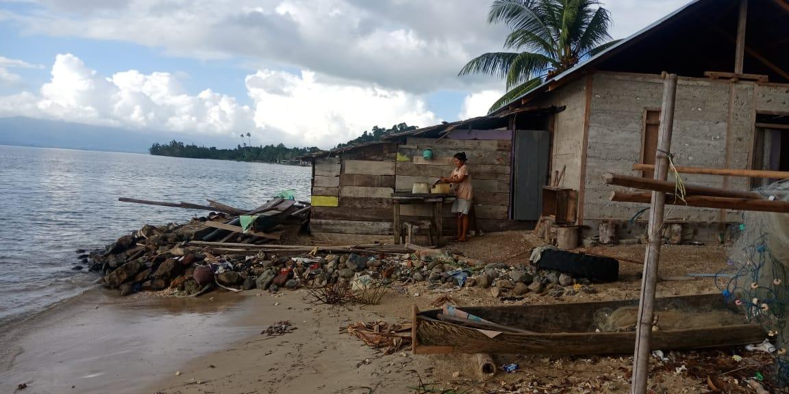 Warga Desa Malbofa, Keluh Air Laut Sudah Mendekati Rumah