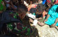 Satgas Pamtas RI-PNG Yonif Raider 514/SY Layani Kesehatan Warga Kampung Tinolok