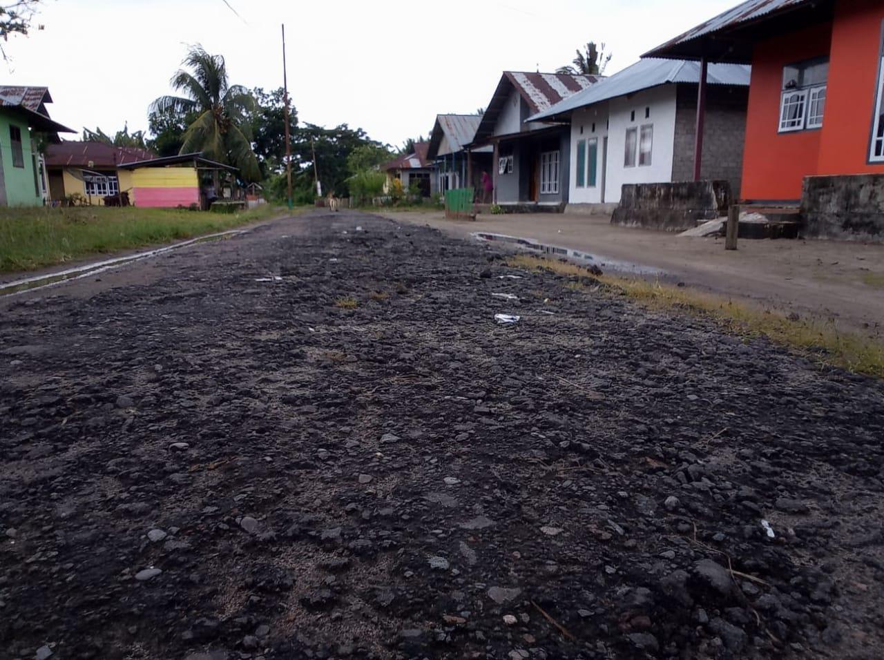 Warga Tuada, desak Pemda Halbar Segera Perbaiki Jalan Desa