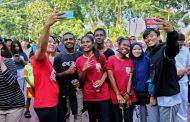 Aksi Solidaritas #SurabayaPapuaBersaudara di CFD Taman Bungkul