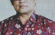 Dr Andis Jadi Foto Model Baju Seragam di Majalah SM