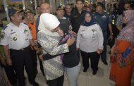 Gubernur Khofifah Beri Ganti Transport kepada 53 Korban Selamat